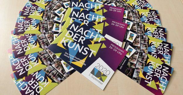 Foto Programmheft 2020 und Postkarten